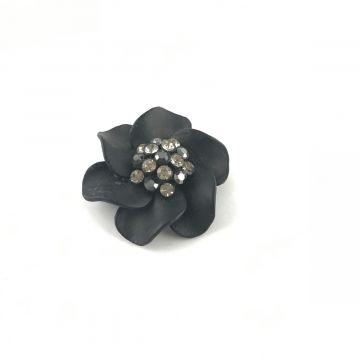 Broška cvet v črni barvi