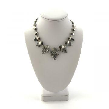 Ogrlica iz sivih kristalov