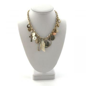 Ogrlica z obeski v zlati barvi