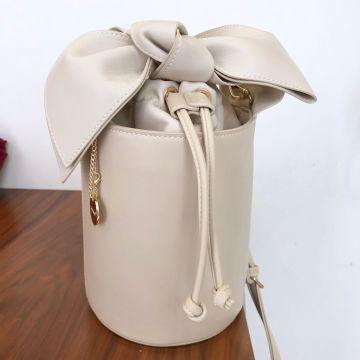 Bucket torbica s pentljo Iva