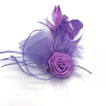 Sponka in broška iz perja in satena v vijolični barvi