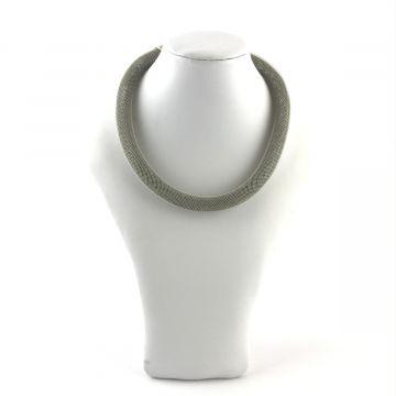 Ogrlica sive barve