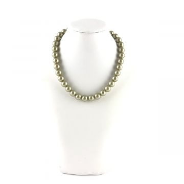Ogrlica perle v zeleni barvi