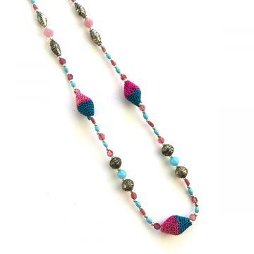 Dolga večbarvna ogrlica